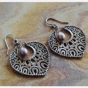 Silpada Sterling W1813 Pearl Open Hammered Earring